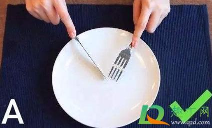 西餐刀叉用哪个手2