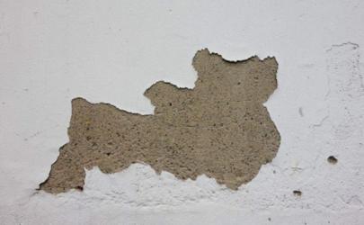 墙面一块块掉下来有什么补救办法