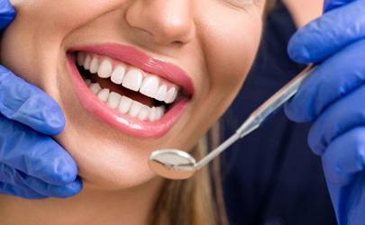 拔牙后脸肿是医生技术问题吗(拔牙以后脸肿)